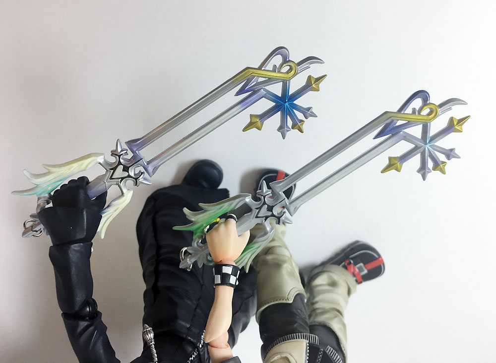 Oathkeeper comparisons: new one has much more vibrant colors and a better paint job